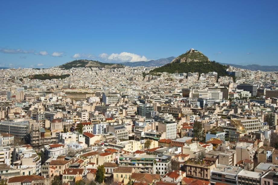 Vista geral de Atenas com o Monte Lycabettus ao fundo