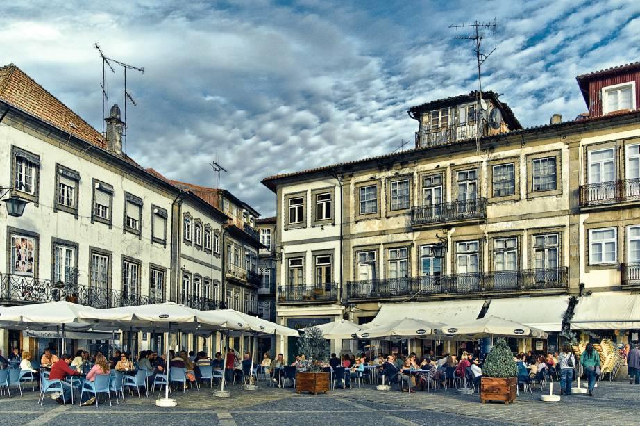 Bares e restaurantes charmosos podem ser encontrados no centro de Ponte de Lima.  Https://www.flickr.com/photos/jsome1/1794874324/