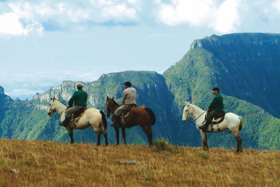 Hóspedes do Rio do Rastro Eco Resort a cavalo na Serra Catarinense
