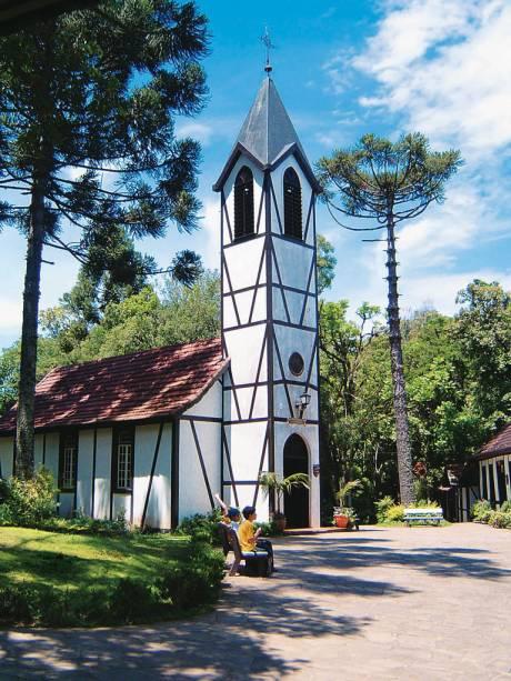 No Parque da Aldeia do Imigrante, casas em enxaimel recriam uma colônia alemã do século XIX com escola, forja, salão de baile, capela, cemitério e museu histórico