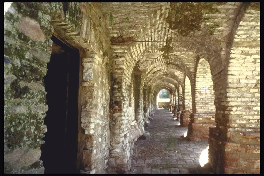 A presença dos Jesuítas está em vários edifícios.  Santa Catalina foi fundada em 1622 e declarada Patrimônio da Humanidade pela Unesco