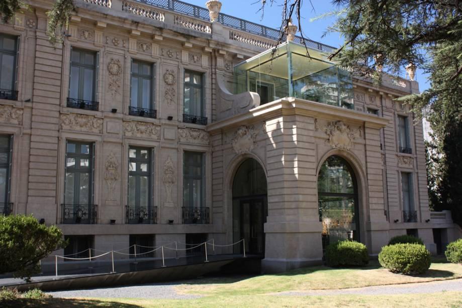 O palácio de estilo francês foi transformado no Museu Supremo de Belas Artes Evita, um dos mais importantes da Argentina.  Na coleção de obras de Pablo Picasso e Francisco de Goya