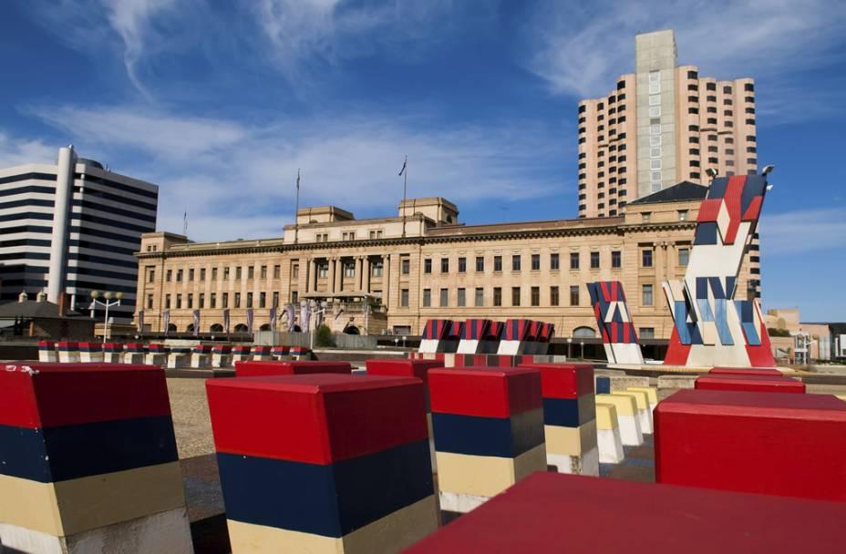 O Adelaide Festival Centre, um centro de apresentações e entretenimento.  Adelaide é conhecida por seus festivais de música e artes