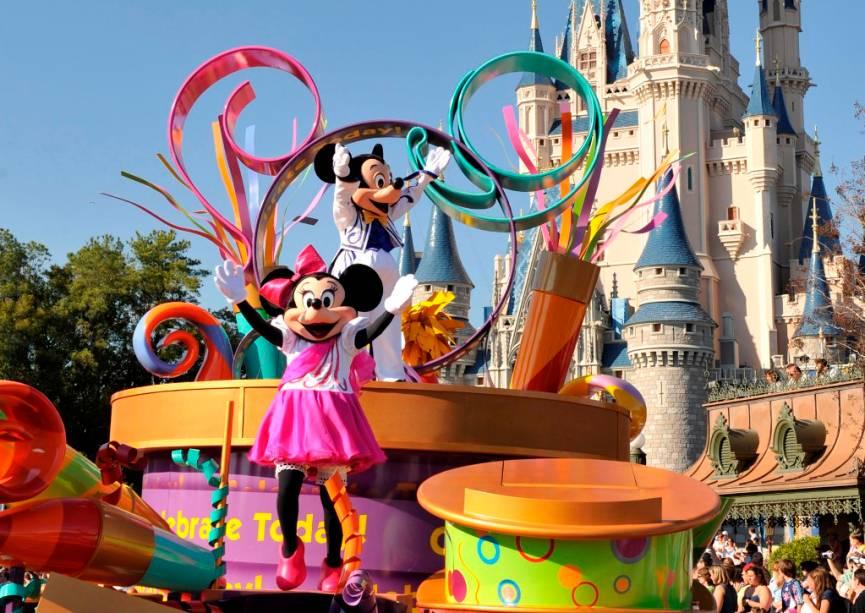 Uma das atrações mais tradicionais do Magic Kingdom são as paradas com personagens do mundo Disney
