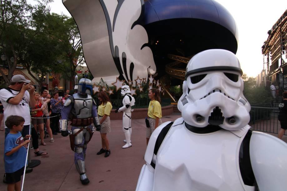 """Ou Hollywood Studios Park, não""""http://viajeaqui.abril.com.br/materias/walt-disney-world-resort"""" rel =""""Walt Disney World Resort""""> O Walt Disney World Resort de Orlando oferece várias atrações relacionadas a Star Wars desde que George Lucas vendeu os direitos da série para o grupo.  Você pode encontrar aqui """"Treinamento Jedi"""" chega com todos os sinais"""" class=""""lazyload"""" data-pin-nopin=""""true""""/></div> <p class="""