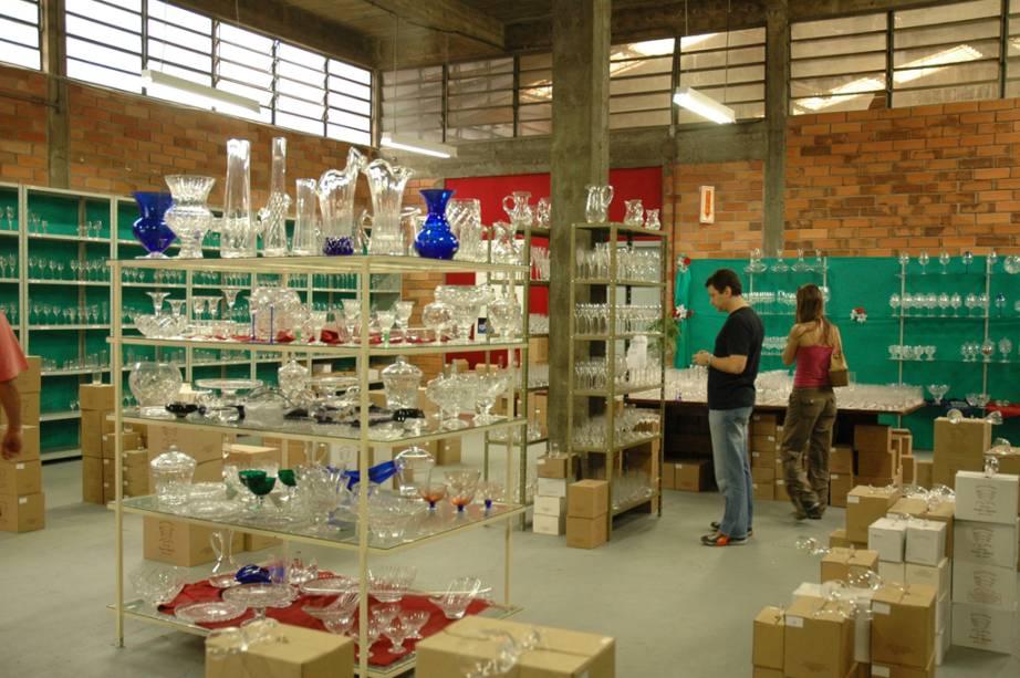 """Tigelas, copos e vasos de cristal são vendidos em diversos pontos de venda da""""http://viajeaqui.abril.com.br/cidades/br-sc-blumenau"""" rel =""""Blumenau (SC)"""" Objetivo =""""_vazio""""> Blumenau (SC)"""" class=""""lazyload"""" data-pin-nopin=""""true""""/></div> <p class="""