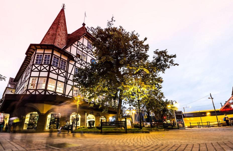 O agradável centro da cidade de Blumenau com suas típicas casas de enxaimel alemãs