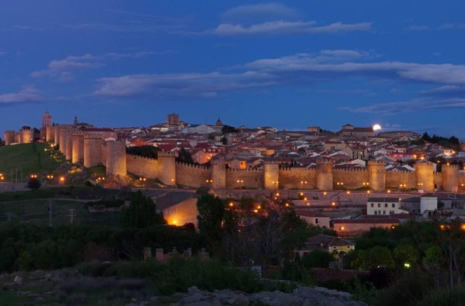 Vista geral da cidade de Ávila com suas bem preservadas muralhas e torres do século 11