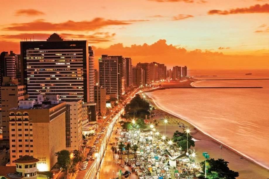 Praia de Meireles que se ilumina em Fortaleza