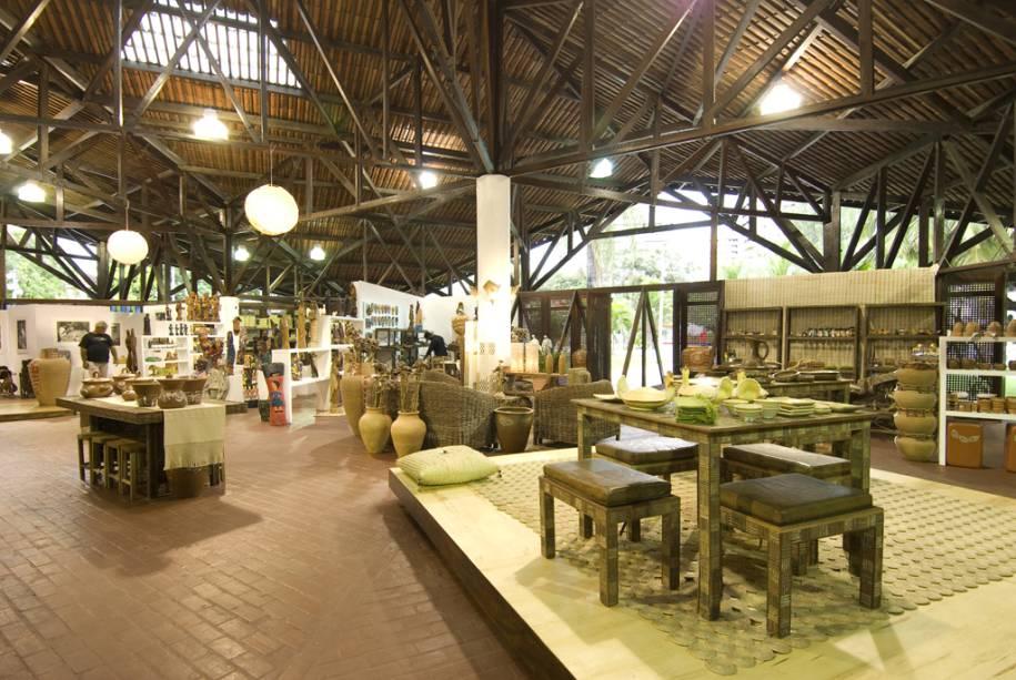 O Centro de Artesanato do Ceará (Ceart) é ideal para quem busca adquirir itens artesanais de luxo.  Existem artigos em madeira, cerâmica e palha, rendas e bordados