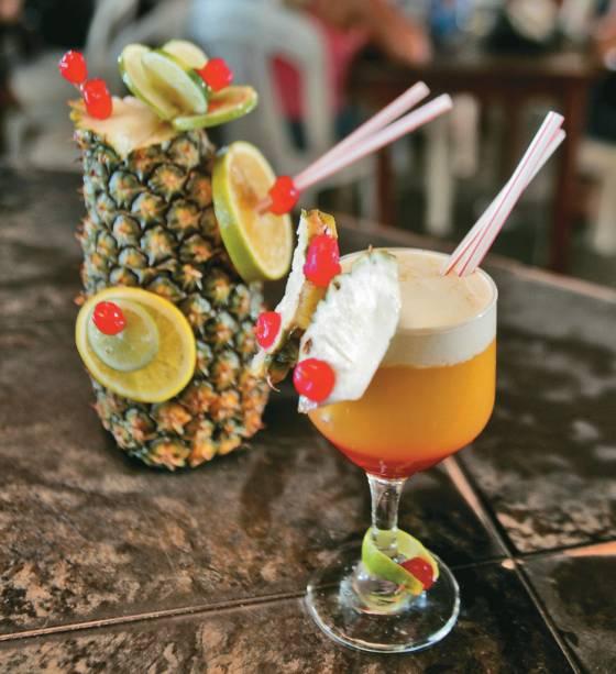 A Crocobeach, o retiro mais famoso da Praia do Futuro, oferece salão de beleza, serviço de massagens, piscinas, lan house e bebidas para se refrescar.