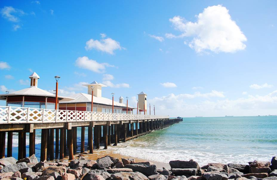 Ponte dos Ingleses na praia de Iracema