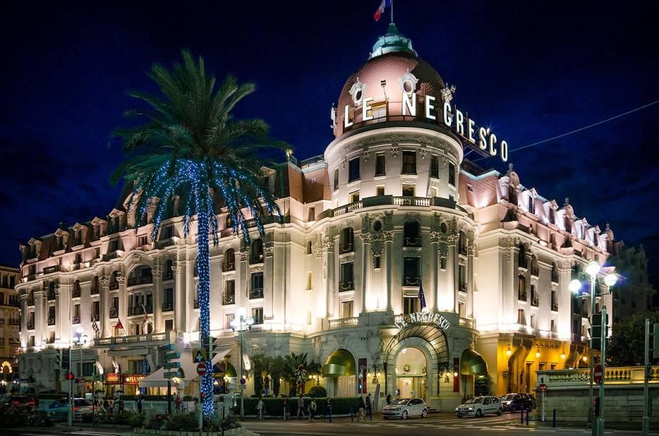 Hotéis como o Negresco tornam famosa a Promenade des Anglais em Nice, no sul da França