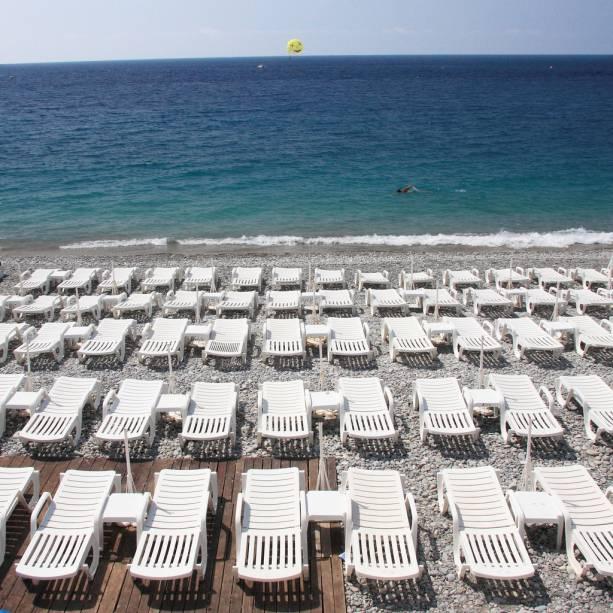Bela praia no Mediterrâneo francês