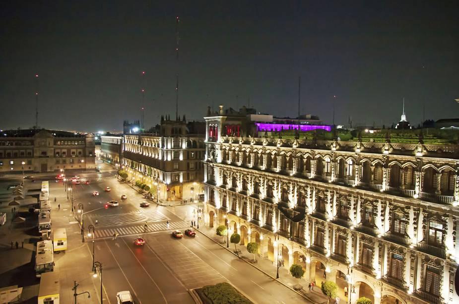 Extraído de Zócalo, a praça principal da capital mexicana