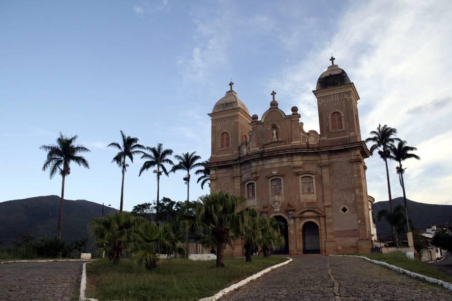 """Construída em formato oval, com fachada de arenito que""""http://viajeaqui.abril.com.br/estabelecimentos/br-mg-mariana-atracao-basilica-de-sao-pedro-dos-clerigos"""" rel =""""Basílica de São Pedro dos Clérigos""""> A Basílica de São Pedro dos Clérigos tem um interior simples e um altar de cedro inacabado"""" class=""""lazyload"""" data-pin-nopin=""""true""""/></div> <p class="""