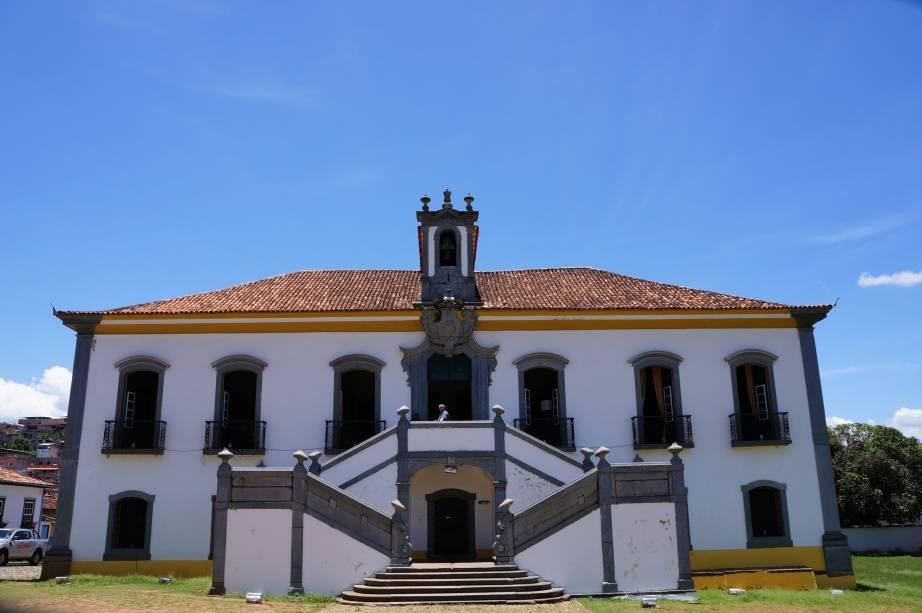 """Está no velho""""http://viajeaqui.abril.com.br/estabelecimentos/br-mg-mariana-atracao-casa-de-camara-e-cadeia"""" rel =""""Quarto e prisão""""> Casa da Câmara e Cadeia que hoje administra a Câmara Municipal de Mariana"""" class=""""lazyload"""" data-pin-nopin=""""true""""/></div> <p class="""