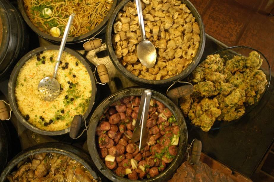 Uma das melhores formas de saborear a culinária mineira é visitando um dos restaurantes tradicionais da cidade.