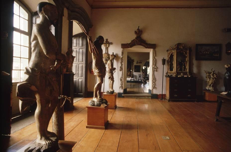"""O melhor de""""http://viajeaqui.abril.com.br/estabelecimentos/br-mg-mariana-atracao-museu-arquidiocesano-de-arte-sacra"""" rel =""""Museu Arquidiocesano de Arte Sacra""""> O Museu Arquidiocesano de Arte Sacra está localizado no 1º andar do prédio de 1770: obras de Aleijadinho, São Francisco de Paula e São Joaquim"""" class=""""lazyload"""" data-pin-nopin=""""true""""/></div> <p class="""