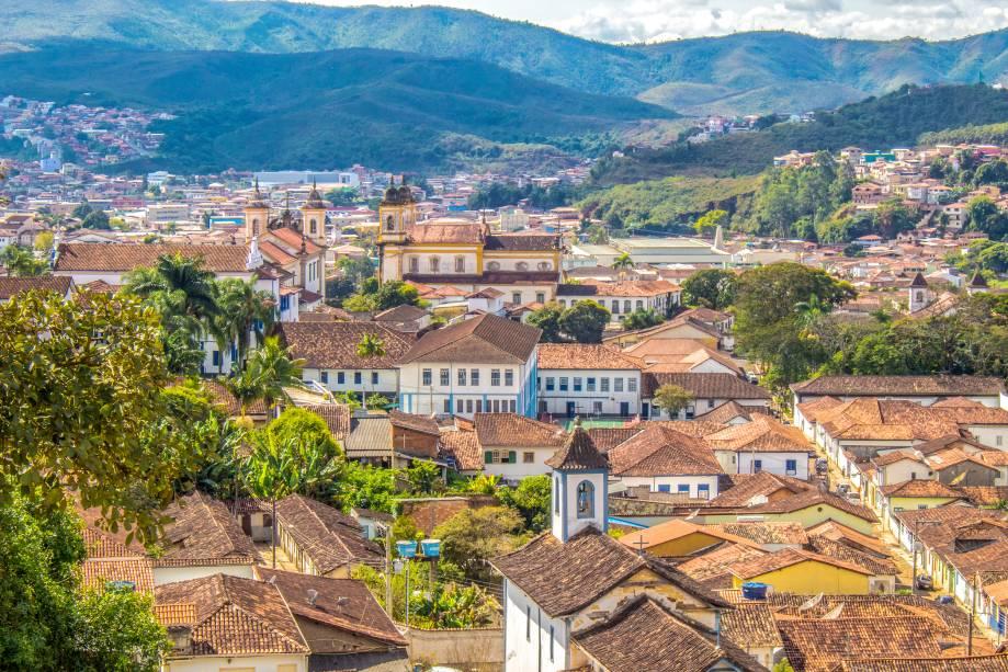 """Vista geral do conjunto arquitetônico da cidade histórica""""http://viajeaqui.abril.com.br/cidades/br-mg-mariana/"""" rel =""""Mariana"""" Objetivo =""""_vazio""""> Mariana em Minas Gerais""""http://viajeaqui.abril.com.br/materias/fotos-de-cidades-historicas-do-brasil"""" rel =""""Para saber mais: 29 cidades históricas do Brasil"""" Objetivo =""""_vazio""""> Saiba mais: 29 cidades históricas do Brasil"""" class=""""lazyload"""" data-pin-nopin=""""true""""/></div> <p class="""
