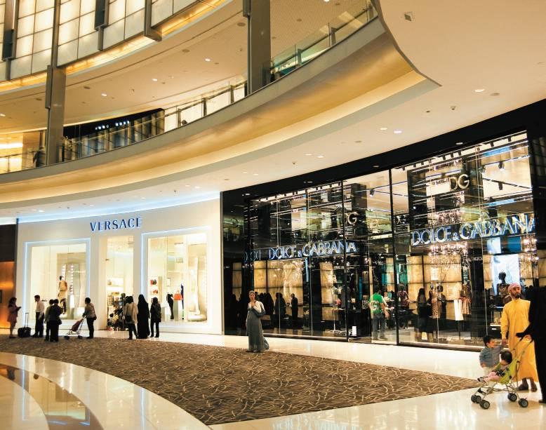 Átrio do Dubai Mall, o maior shopping do mundo, com mais de 1.200 lojas