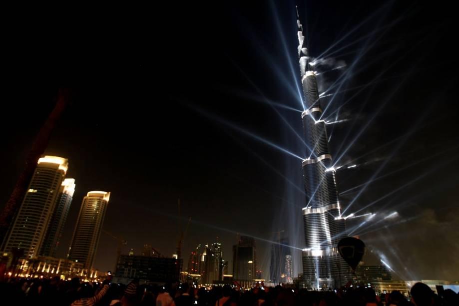 A 830 metros acima do nível do mar, o Burj Khalifa é o edifício mais alto do mundo e a mais recente adição à última onda de estruturas espetaculares no Golfo Pérsico.  A combinação de recursos petrolíferos e parcerias com escritórios de arquitetura líderes deu à região um toque mais cosmopolita, levando em consideração os valores e o apelo estético do Islã.