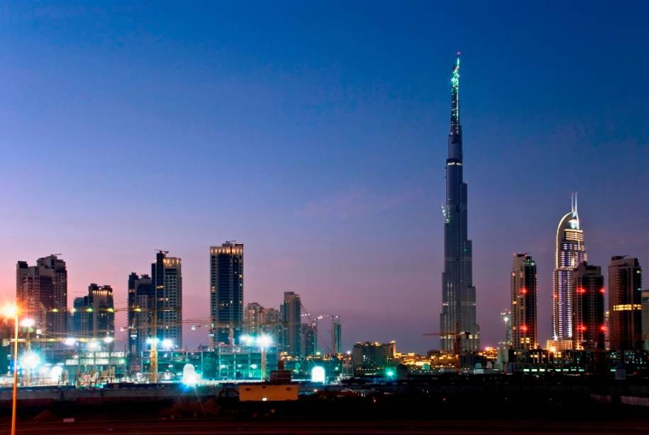 """Linha do horizonte de""""http://viajeaqui.abril.com.br/cidades/emirados-arabes-unidos-dubai"""" rel =""""Dubai"""" Objetivo =""""_vazio""""> Dubai, dominado pelo Burj Khalifa, o edifício mais alto do mundo"""" class=""""lazyload"""" data-pin-nopin=""""true""""/></div> <p class="""
