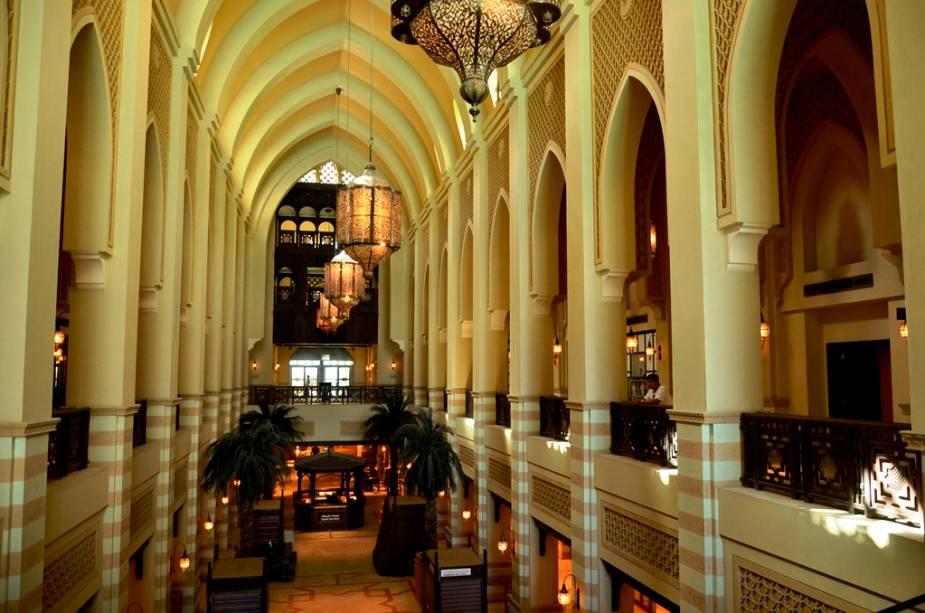 """Com sua atmosfera pacífica e suas preciosas lojas de produtos tradicionais, Souk Al Bahar é um passeio maravilhoso no centro da cidade.""""http://viajeaqui.abril.com.br/cidades/emirados-arabes-unidos-dubai"""" rel =""""Dubai"""" Objetivo =""""_vazio""""> Dubai"""" class=""""lazyload"""" data-pin-nopin=""""true""""/></div> <p class="""