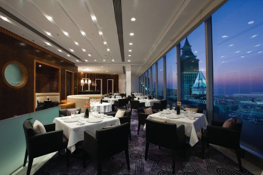 """Restaurante Vus, Jumeirah Emirates Towers,""""http://viajeaqui.abril.com.br/cidades/emirados-arabes-unidos-dubai"""" rel =""""Dubai"""" Objetivo =""""_vazio""""> Dubai"""" class=""""lazyload"""" data-pin-nopin=""""true""""/></div> <p class="""