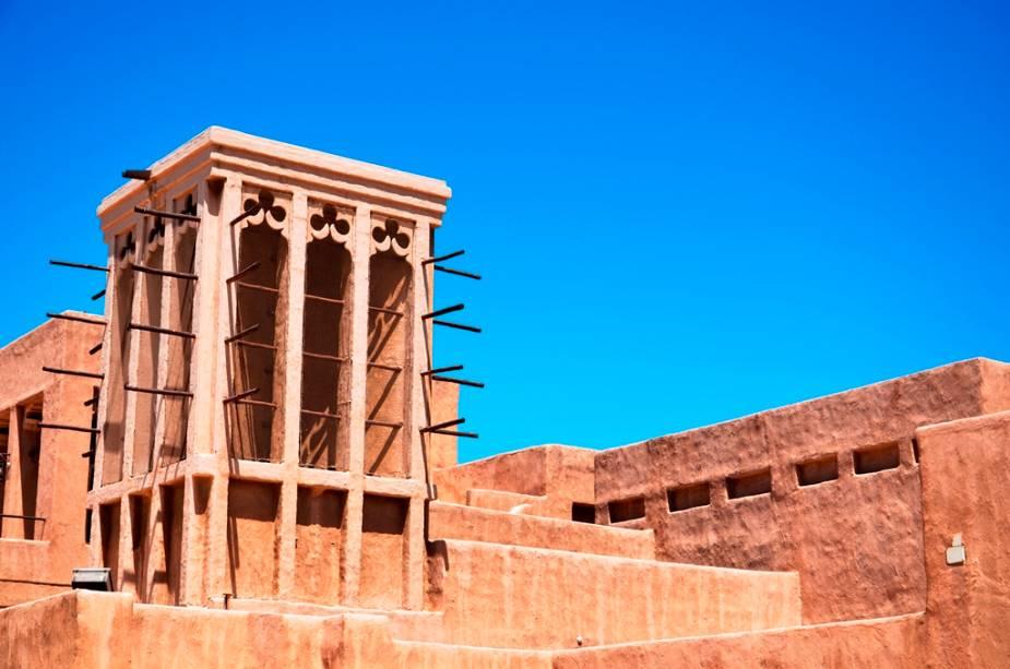 Torres de ventilação têm sido usadas para resfriar casas em várias partes do Golfo Pérsico, como aqui em Bur Dubai