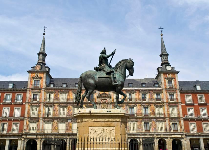 A estátua de Filipe III ergue-se no centro da Plaza Mayor, palco de touradas, execuções e actos de fé ao longo da história de Espanha