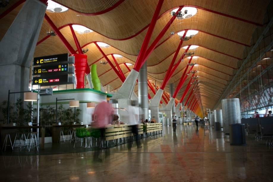 Do terminal internacional do Aeroporto de Barajas, você pode pegar o metrô para o centro de Madrid