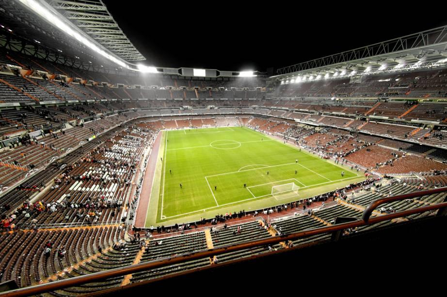 A visita ao Estádio do Real Madrid Santiago Bernabéu inclui vestiários, sala de imprensa, arquibancadas, quartos e reserva de lugares
