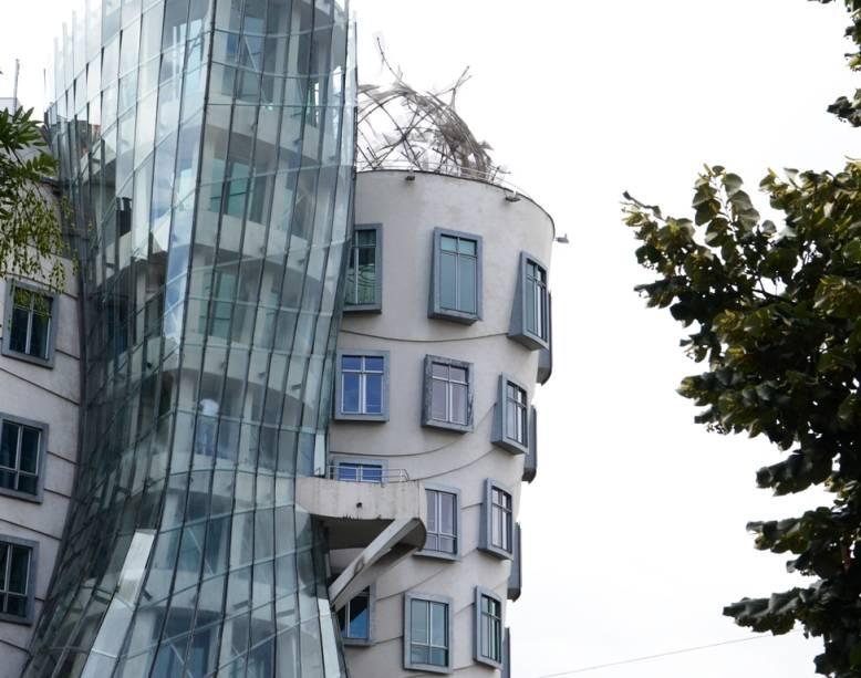 Conhecido popularmente como Ginger e Fred, o edifício dos arquitetos Frank Gehry e Vlado Milunic se choca com parte da arquitetura uniforme de Praga, mas continua sendo uma atração curiosa
