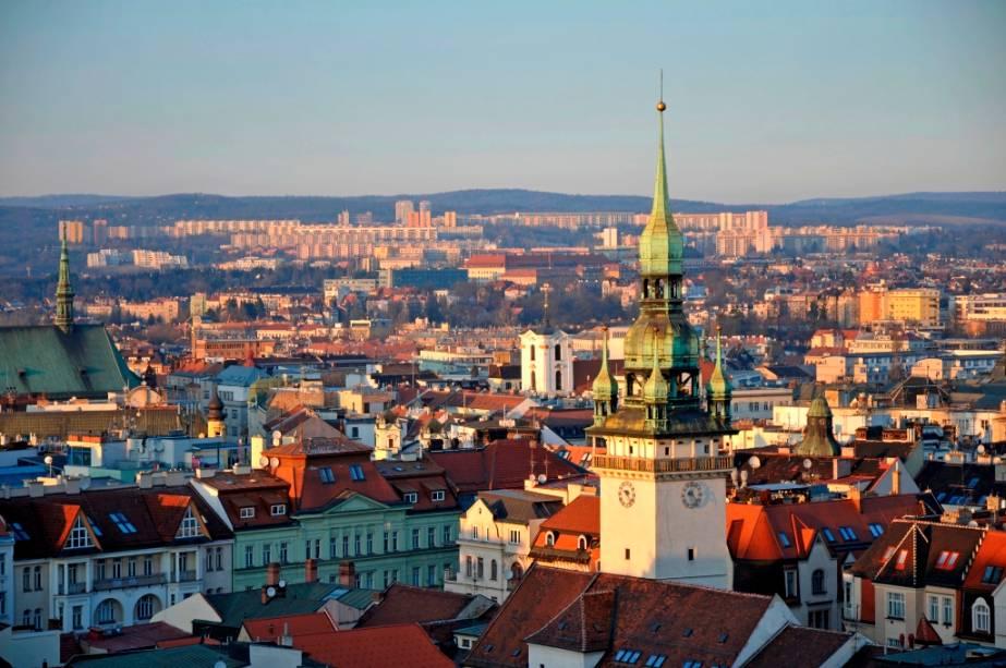 A maioria das cidades mais visitadas da República Tcheca estão localizadas na região da Boêmia, como Praga, Pilsen e Cesky Krumlov.  Porém, a Morávia oferece atrativos agradáveis como a cidade de Brno, a segunda maior do país.