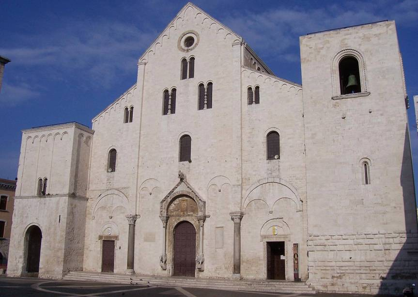 A Basílica de San Nicola, fundada em 1087, abriga as relíquias de San Nicola