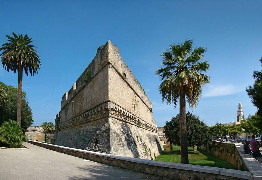 O Castelo da Suábia é um edifício de 1131 que hoje abriga exposições de arte