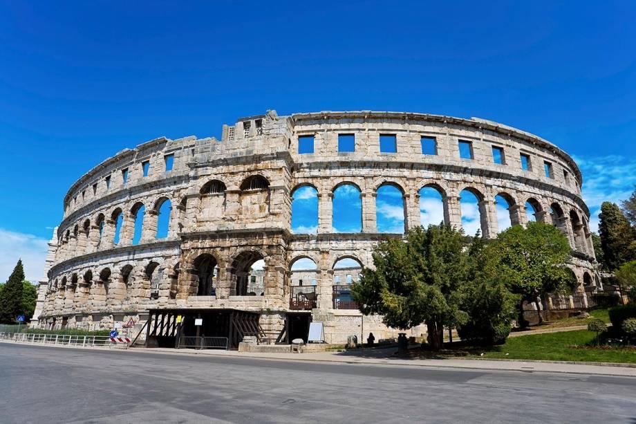 Uma das principais atrações da cidade de Pula, na costa croata, é o Anfiteatro Romano, construído no século 1 dC A arena era usada para lutas de gladiadores e podia acomodar 20.000 pessoas