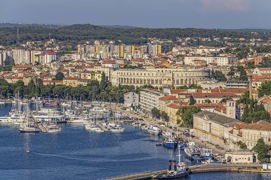 A cidade de Pula tem sido alvo de várias civilizações devido ao seu porto movimentado