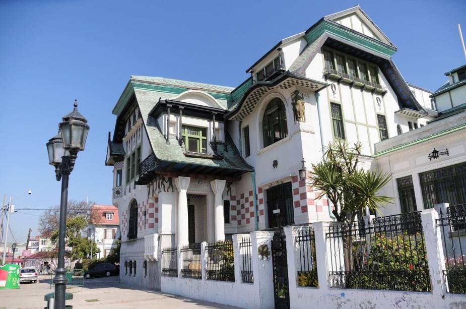 O Palácio Baburizza está fechado por tempo indeterminado desde 1997 - a casa está em más condições.  No entanto, ainda é possível ficar hipnotizado pelos detalhes da fachada do Paseo Jugoslawo em Cerro Alegre.