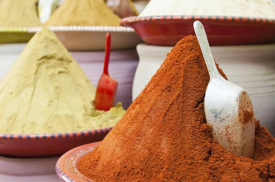 O mercado de páprica da cidade é uma das atrações turísticas;  O cheiro não é perfeito