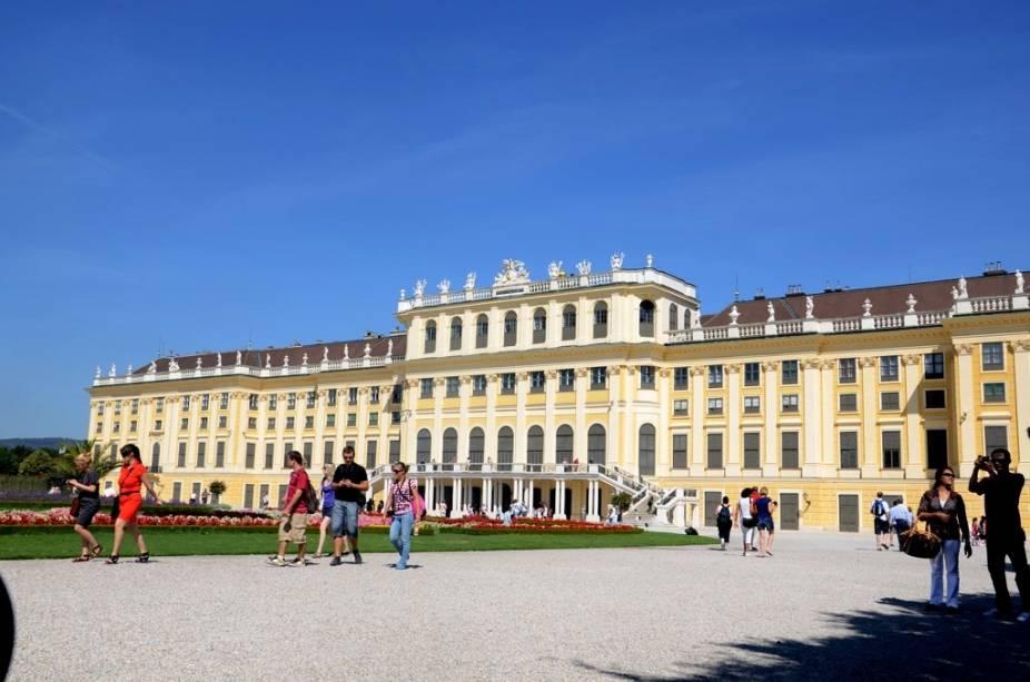 O Schönbrunn foi a residência do imperador Franz Joseph I e sua esposa Sissi, um dos casais reais mais importantes entre os séculos XIX e XX.  Alguns de seus quartos foram preservados