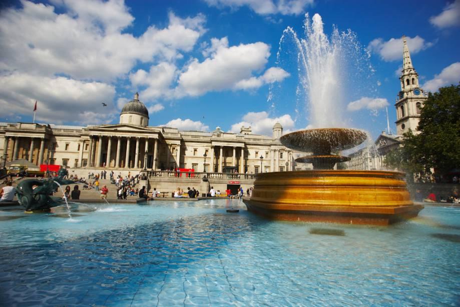 Trafalgar Square e a National Gallery ao fundo