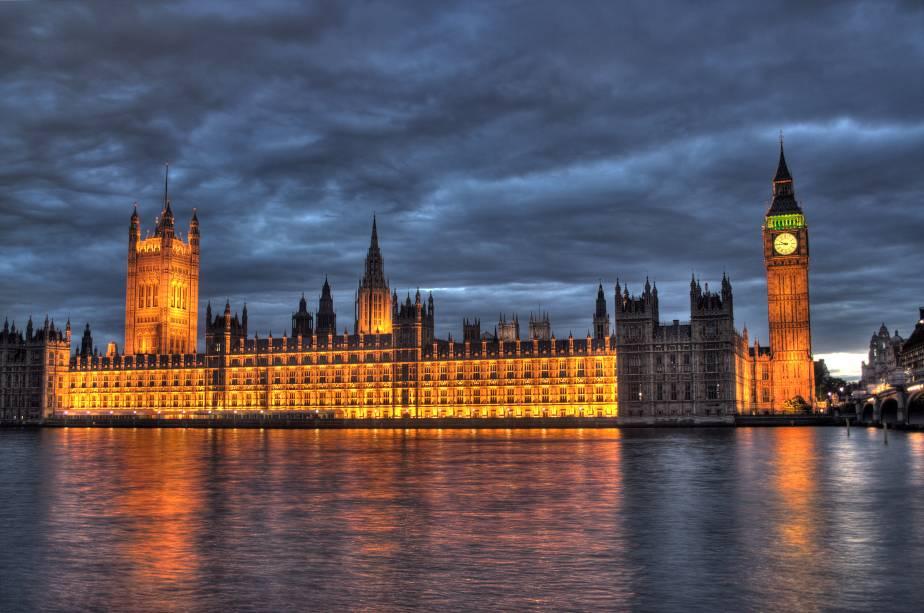"""A região <strong>Westminster e St. James</strong> Recebendo mais turistas por metro quadrado do que Londres, é parada obrigatória para qualquer iniciante na cidade.  Começando com a construção de""""http://viajeaqui.abril.com.br/estabelecimentos/reino-unido-londres-atracao-houses-of-parishment"""" rel =""""Casas do parlamento """" Objetivo =""""_vazio""""> <strong>Casas do parlamento</strong> é <strong>Grande bem</strong> (sem visitas)."""" class=""""lazyload"""" data-pin-nopin=""""true""""/></div> <p class="""