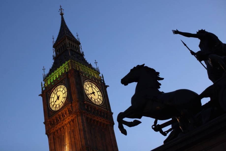 A torre do relógio do Palácio de Westminster - sede do Parlamento Britânico, que abriga o famoso <strong><noscript><img data- src=