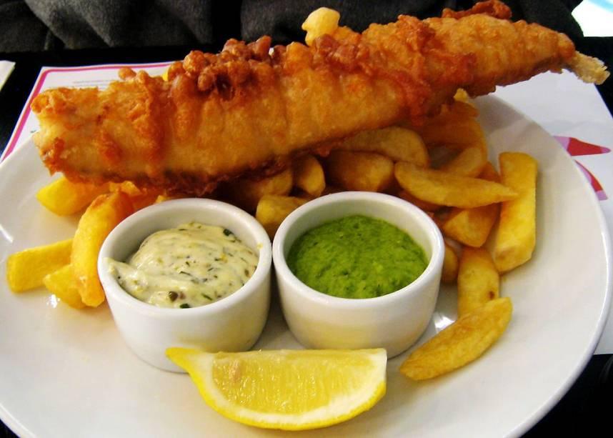 Bons e baratos, fish and chips são o prato nacional da Inglaterra e podem ser encontrados em vários restaurantes e pubs de Londres.
