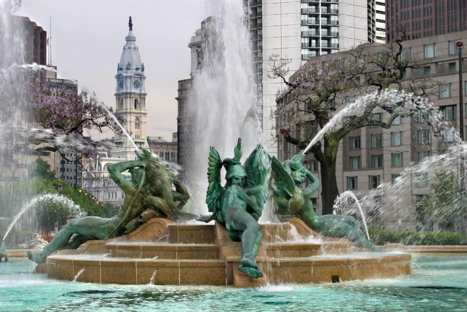 Fonte na cidade de Filadélfia, nos Estados Unidos.  A cidade tem bons atrativos para os turistas, como o centro histórico, restaurantes e lojas.