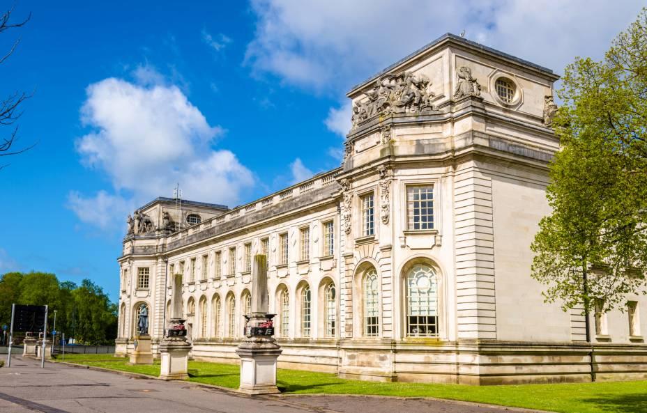 O Cardiff Crown Court está alojado num magnífico edifício considerado um dos edifícios mais interessantes da Grã-Bretanha.  Existem julgamentos e outros eventos importantes acontecendo aqui pela justiça do País de Gales