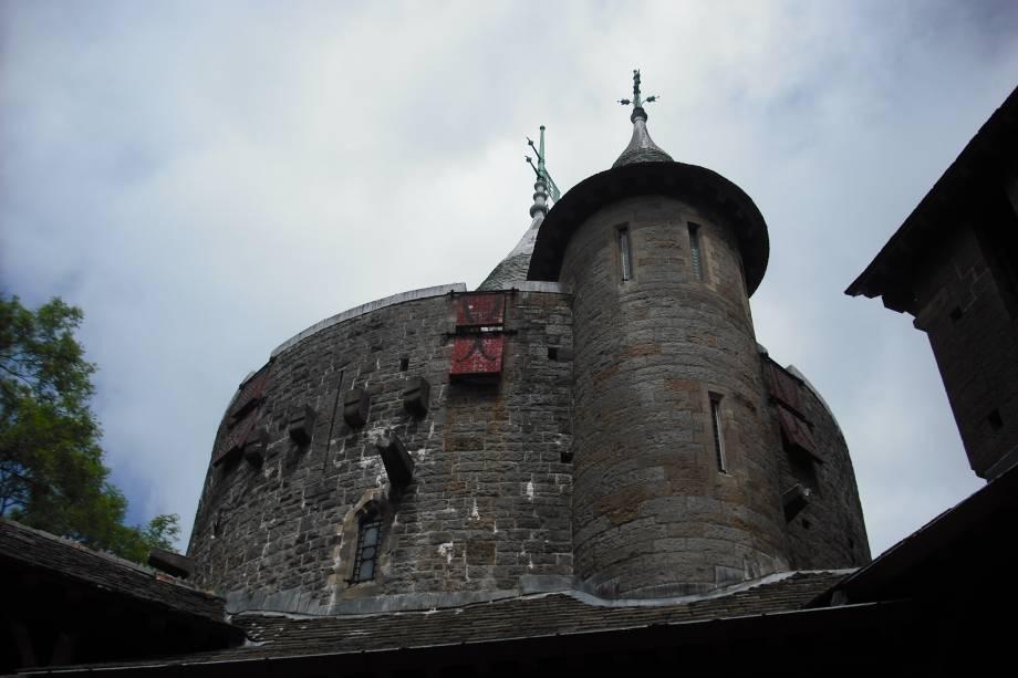 O Castelo de Cardiff Coch foi construído no século 17 com o objetivo de ser um edifício dedicado à Normandia.  Foi restaurado no início do século 20 e hoje encanta os turistas com sua beleza arquitetônica.
