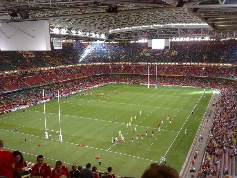 Com capacidade para mais de 70.000 pessoas, o Cardiff Millennium Stadium é considerado o principal estádio do País de Gales de propriedade da equipe de rúgbi galesa.